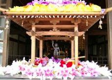 Temple bouddha fleuris