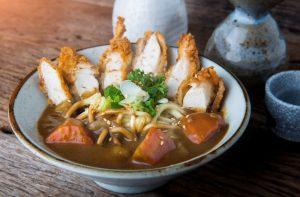 Curry katsu-udon Japanese kare japon umami udon porc pané