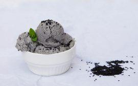 Glace sésame noir et sirop de sucre noir okinawa canne a sucre japon umami produit japonais épicerie