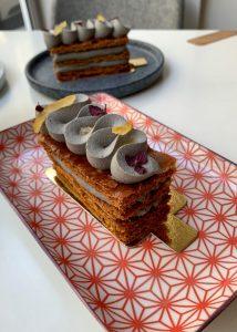 Mille feuille sésame noir yuzu du Matcha Café