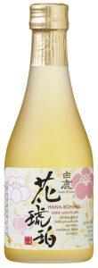 bouteille d'alcool de prune japonais sur fond blanc