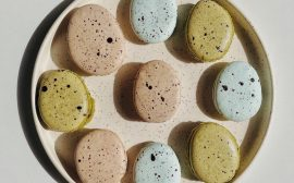 Macarons aux saveurs japonaises : wasabi myrtille, miso praliné et matcha pistache