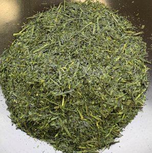 tas de feuilles de thé vert