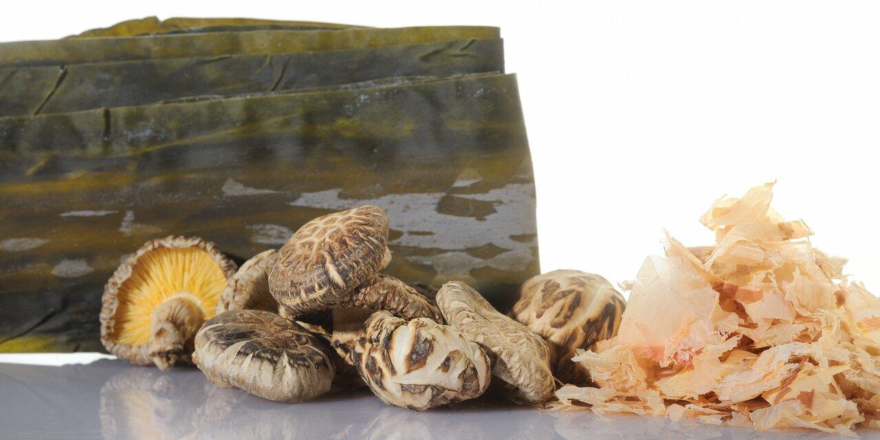 kombu, shiitaké et bonite séchée, les principaux ingrédients du dashi et aliments les plus riche en umami