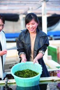 présidente de Nihon biotech en train de laver des umi budo