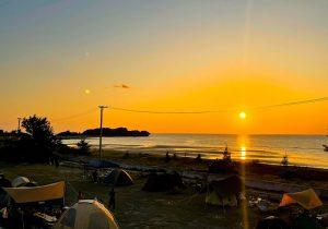 couché de soleil de soleil depuis le camping de Nihon Biotech sur la plage d'Itoman