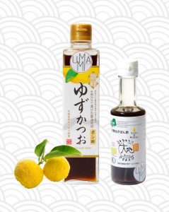 bouteille de ponzu au yuzu Shibanuma et bouteille de ponzu au yuzu Sennari décoré avec deux yuzus